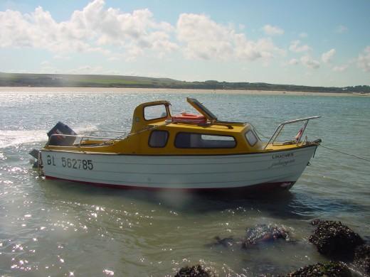 bateau avec cabine tracteur marque mayland marine type calais. Black Bedroom Furniture Sets. Home Design Ideas