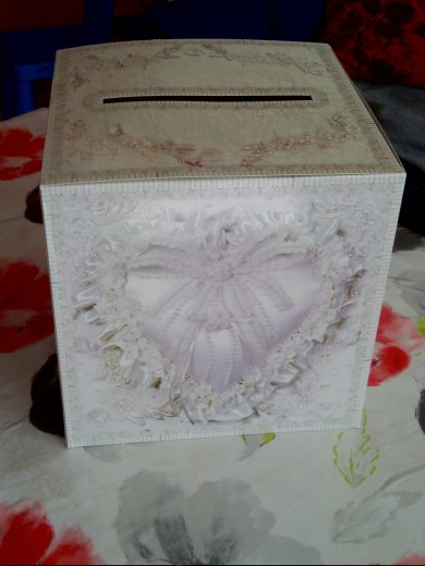 urne mariage 30 cm vends cette urne pour mariage motif danizy. Black Bedroom Furniture Sets. Home Design Ideas