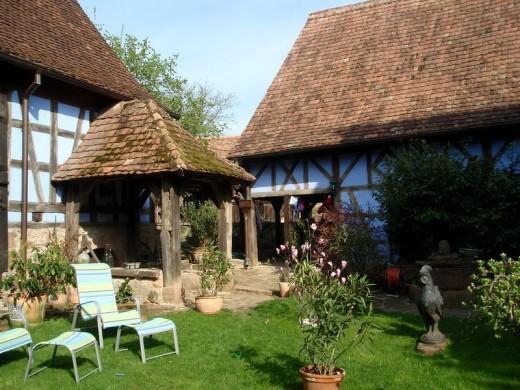 en alsace un corps de ferme traditionnel typique de la fin du xv strasbourg. Black Bedroom Furniture Sets. Home Design Ideas