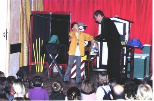 un magicien domicile pour l 39 anniversaire de votre enfant dommartin. Black Bedroom Furniture Sets. Home Design Ideas
