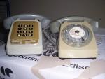 2 TELEPHONES ANCIEN  1 A TOUCHE ET 1 A CADRAN