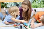Nous recherchons baby-sitter(femme dynamique et honnêtes)