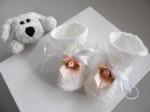 Chaussons à fleurs coloris blanc bébé
