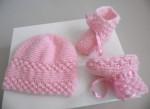 Ensemble bonnet chaussons ROSES tricot laine fait main