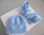 Ensemble bonnet chaussons BLEUS tricot laine fait main