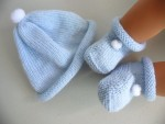Bonnet et chaussons à pompons