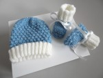 Duo bonnet et chaussons cali bleu et écru, tricot bébé