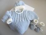 BrassièreBonnet et chaussons bleu azur, écru, tricot bébé